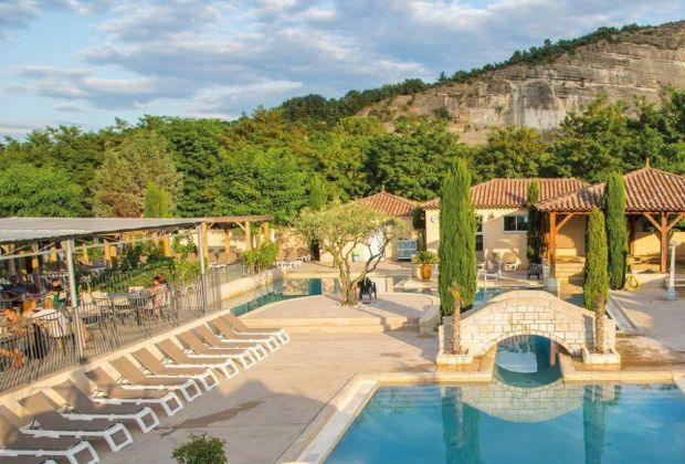 Vacances en Ardèche : 4 bonnes raisons de préférer un camping 5 étoiles plutôt qu'un hôtel 5 étoiles