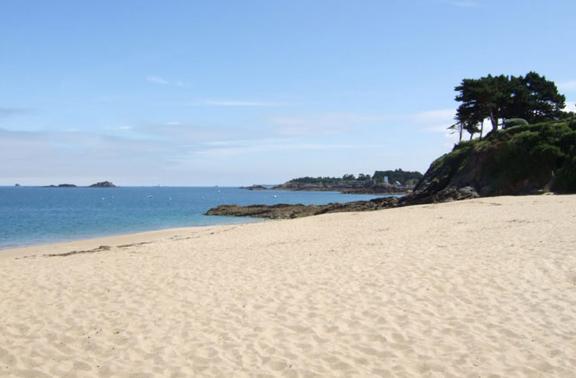 Saint Lunaire : les vacances entre sable et pointe rocheuse