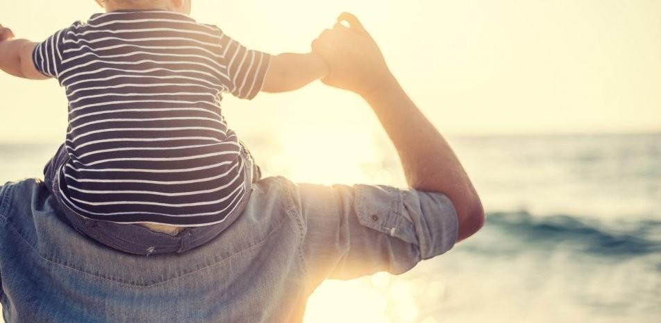 Premières vacances en famille avec bébé, où et comment partir ?