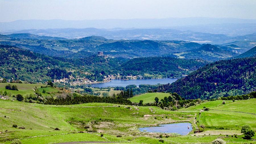 Camping en Auvergne : pourquoi et comment en profiter ?