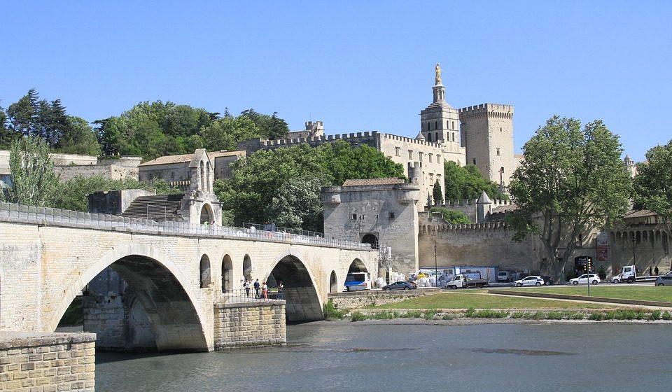 Découvrir Avignon et ses environs à vélo